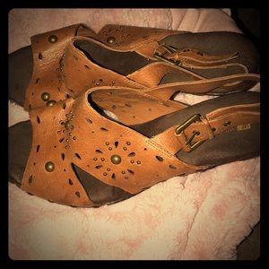 Brown leather white mountain sandal
